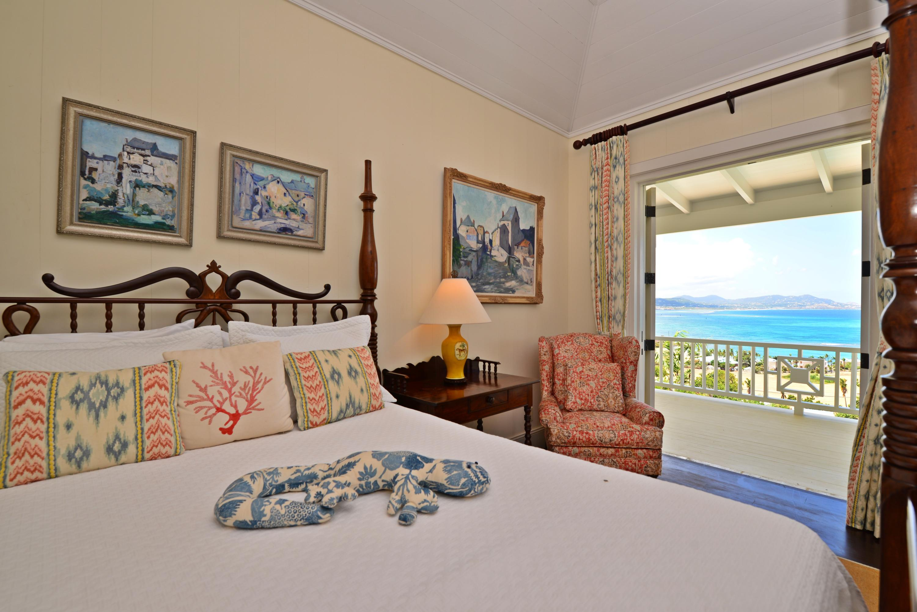 Guest bedroom 1 with sea view