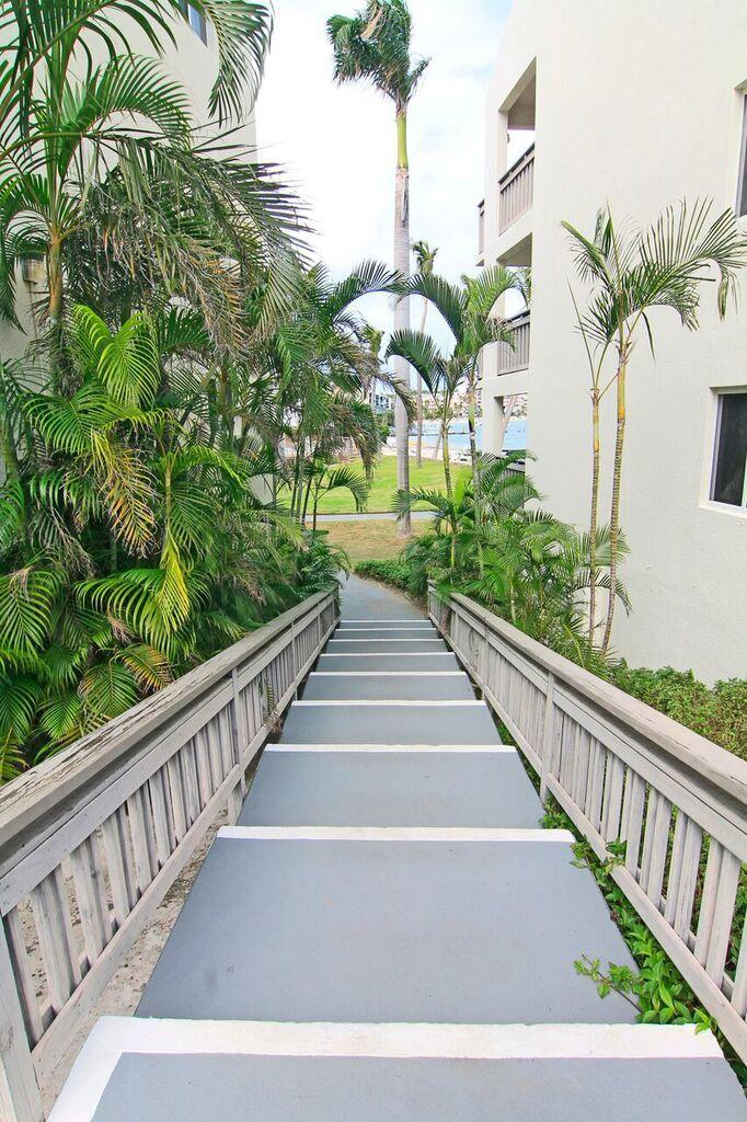 Few stairs to beach