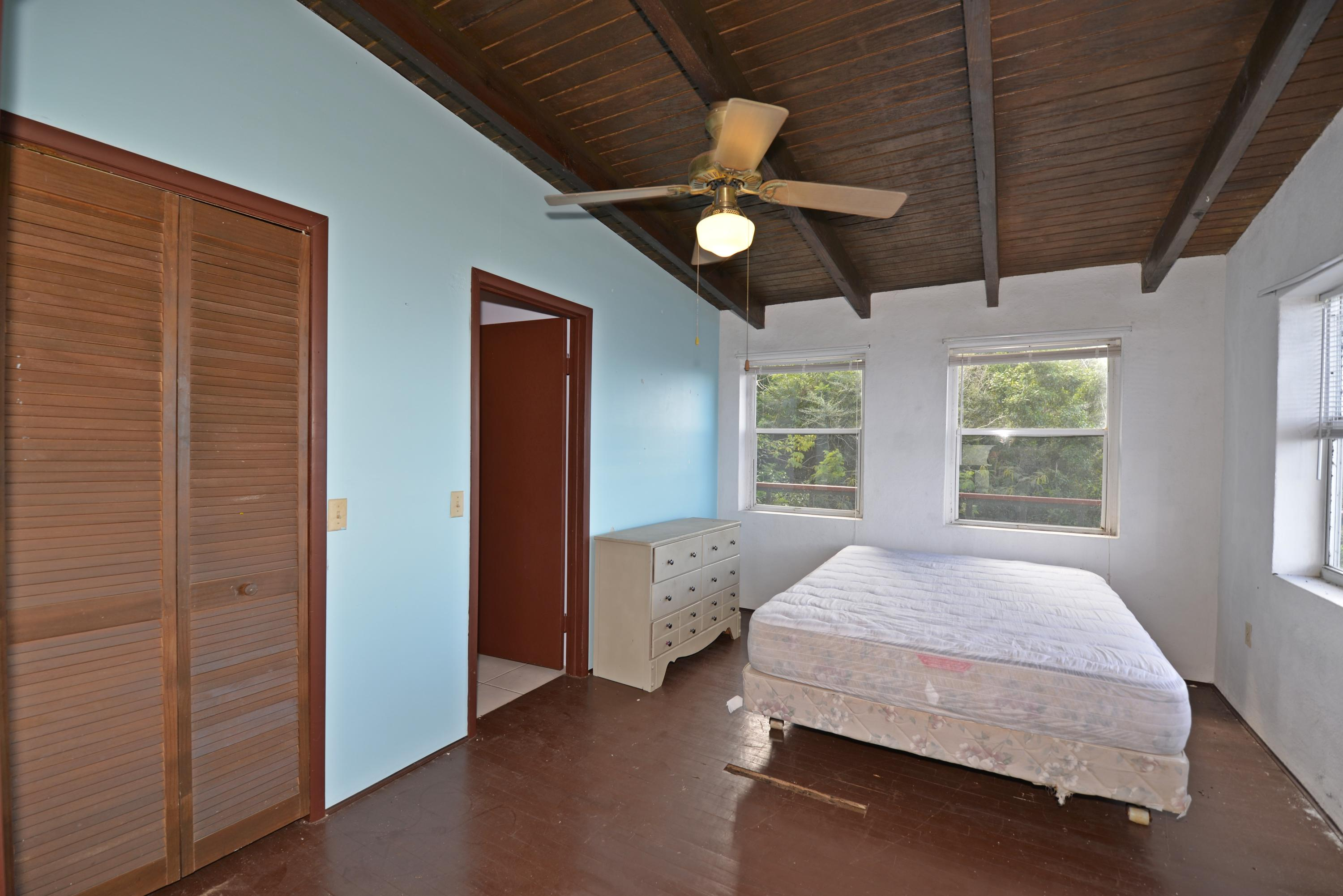 Upper level second bedroom opens to BR
