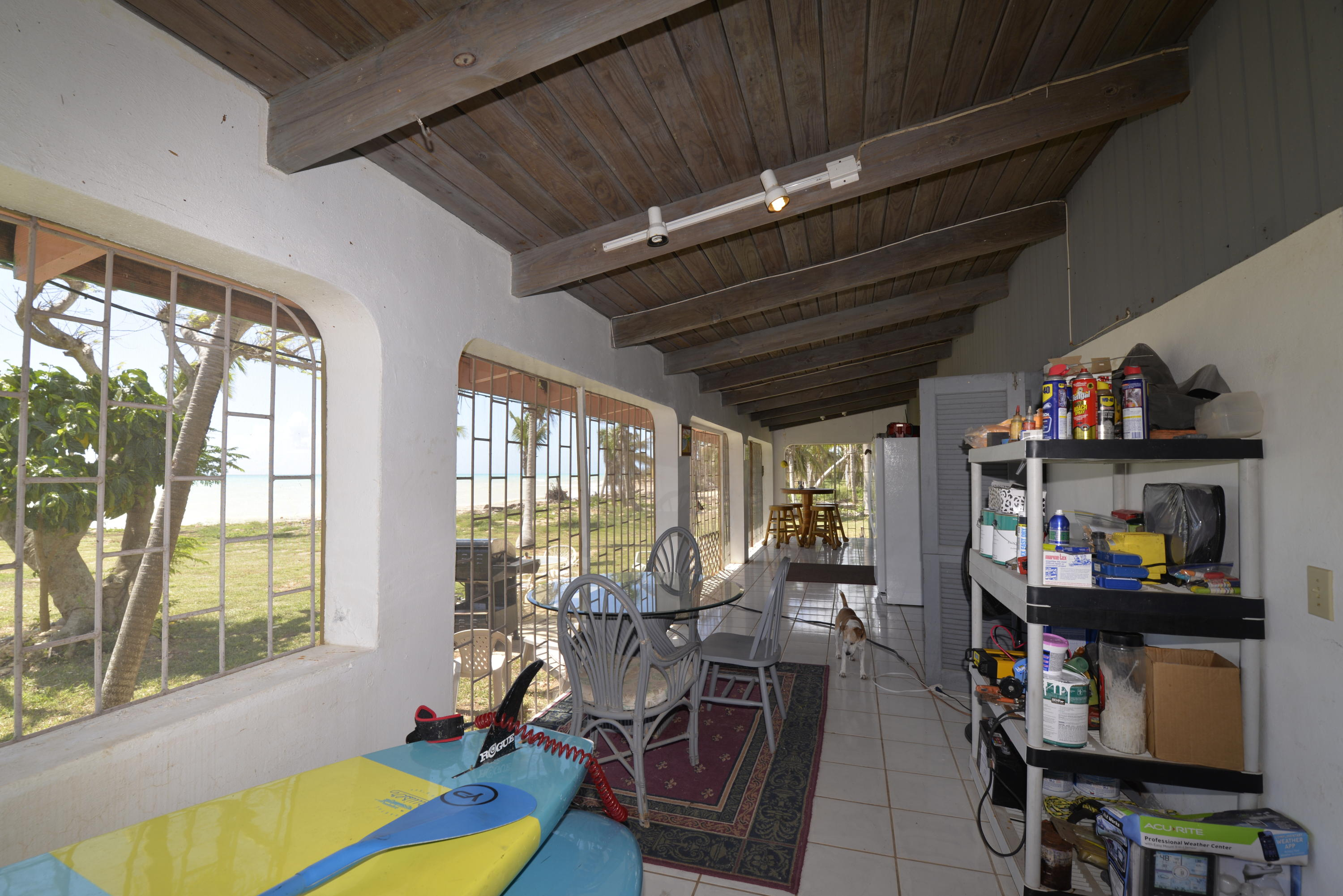 Screened in porch (2)