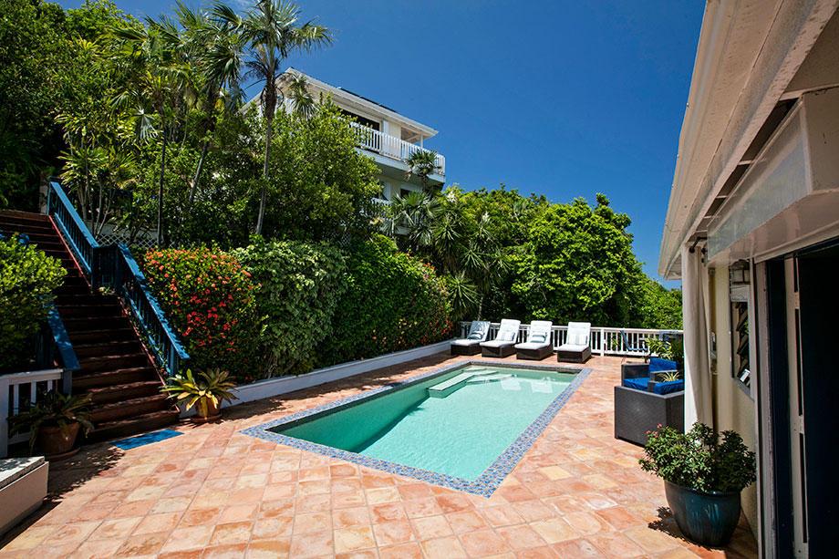 Wonderful Pool & Tropical landscaping