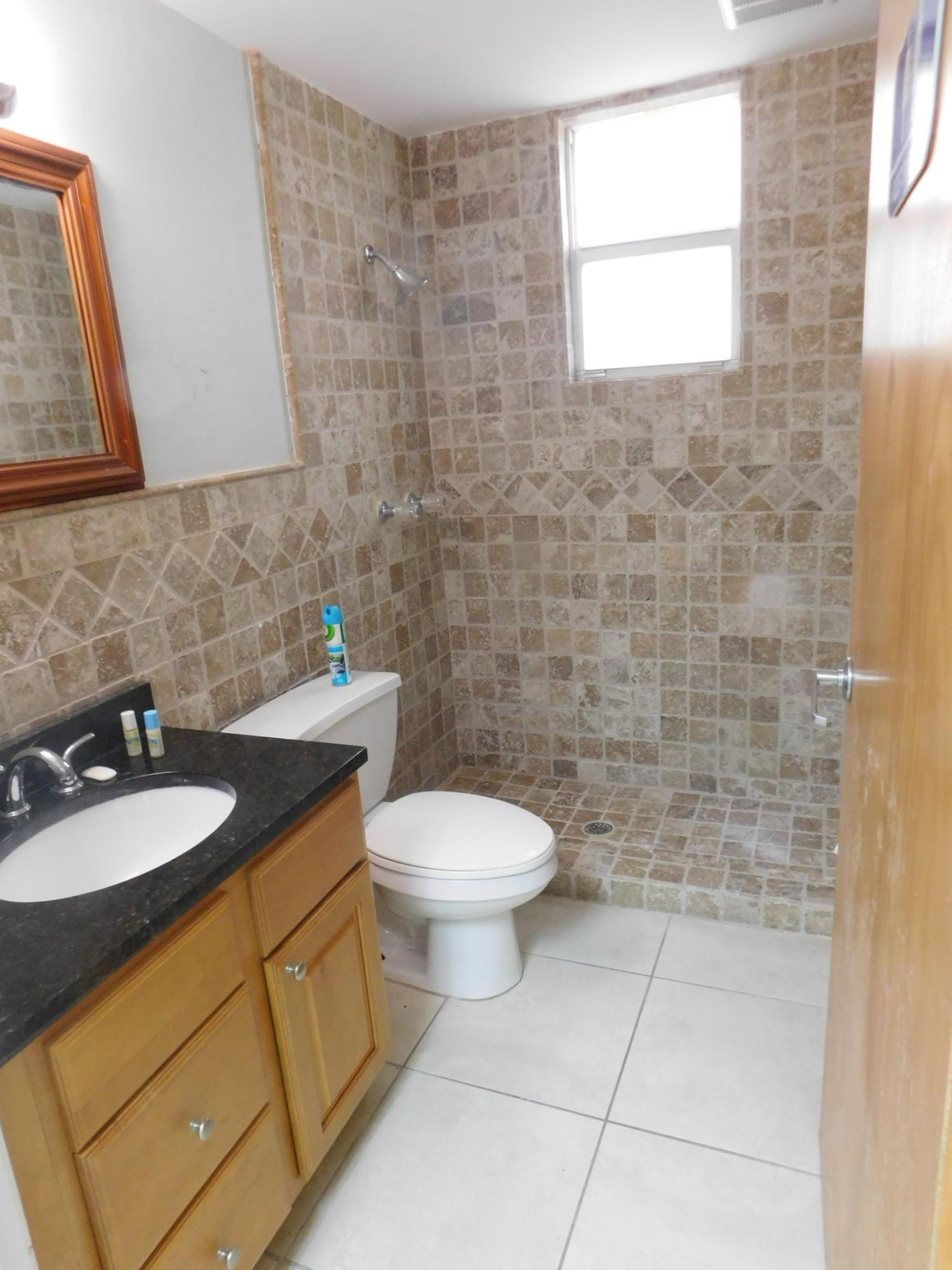6th st bathroom 3