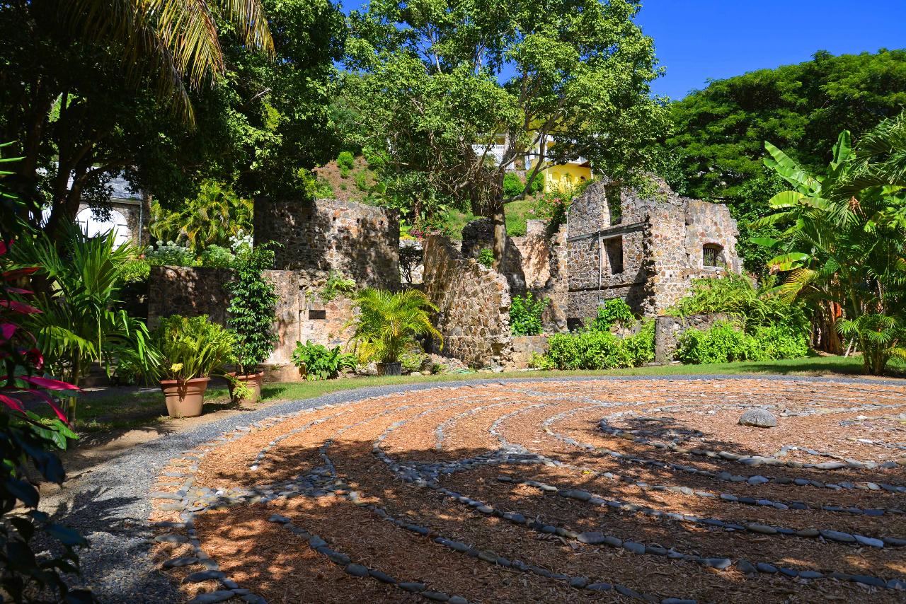 Labyrinth and ruins