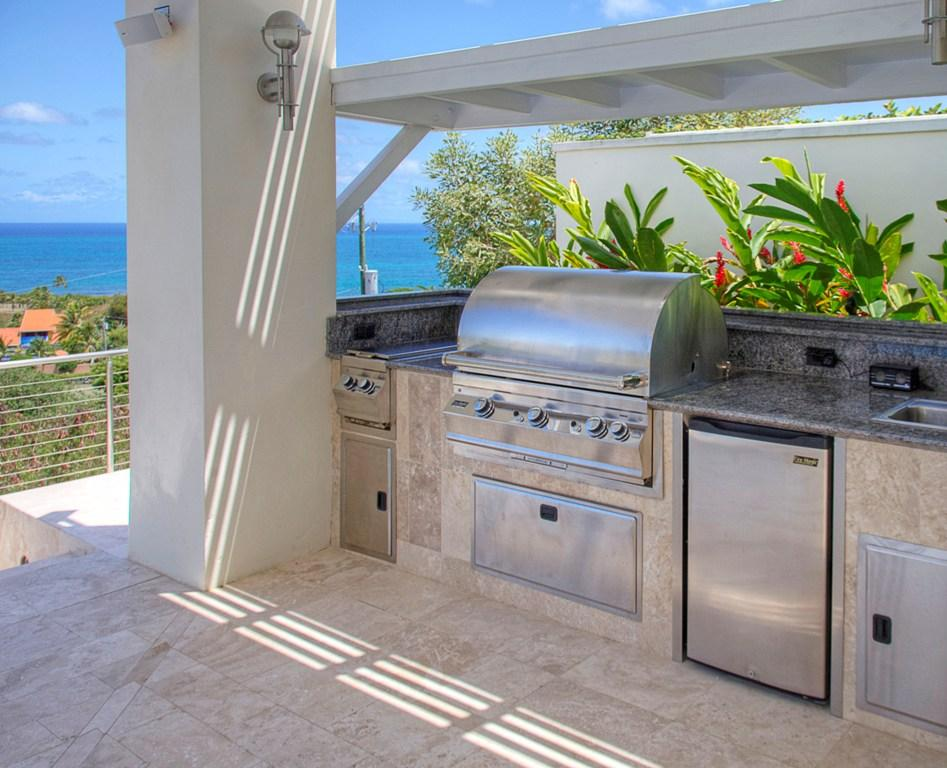 Outdoor Kitchen with sea view