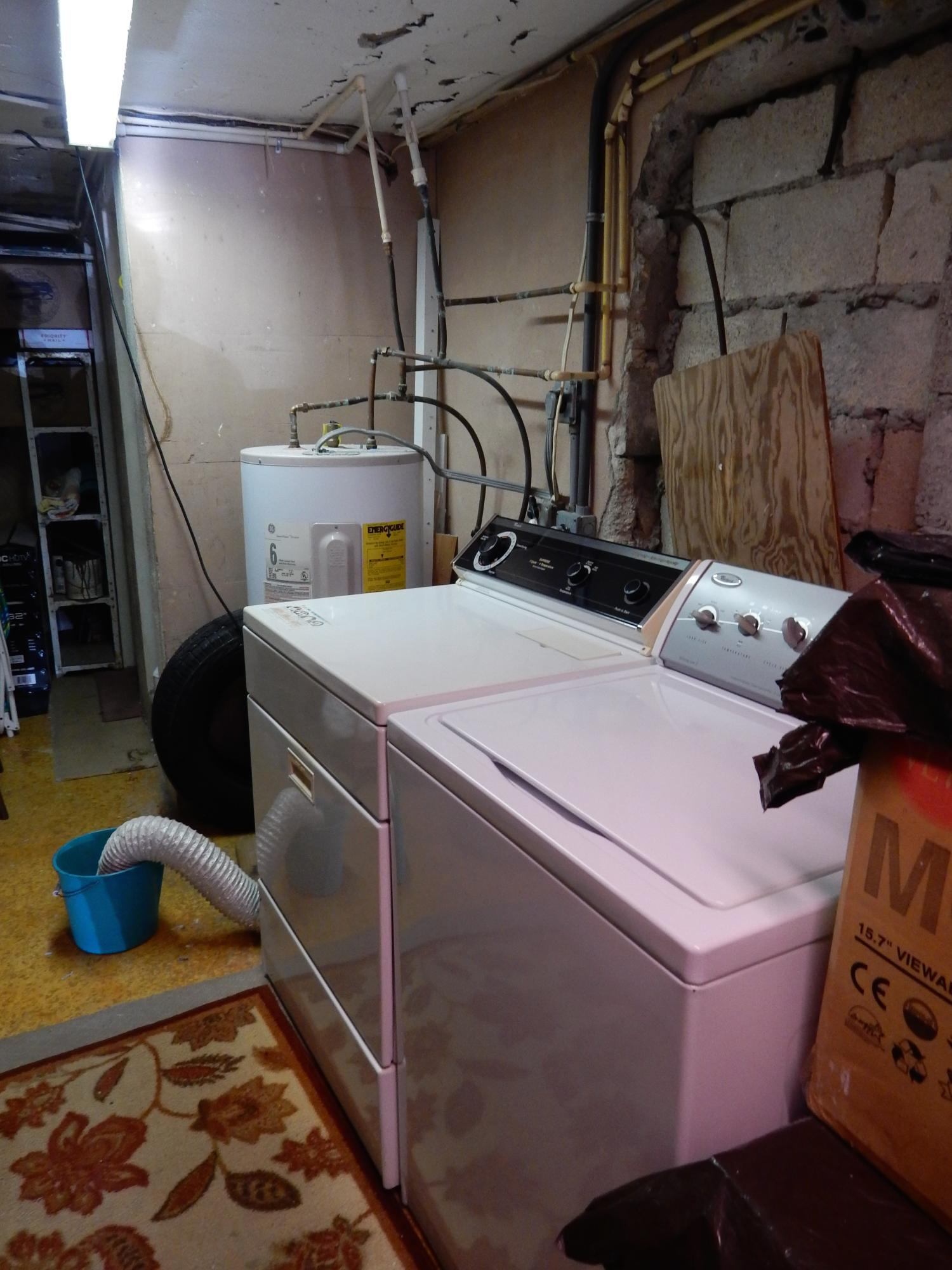 washer/dryer in work room