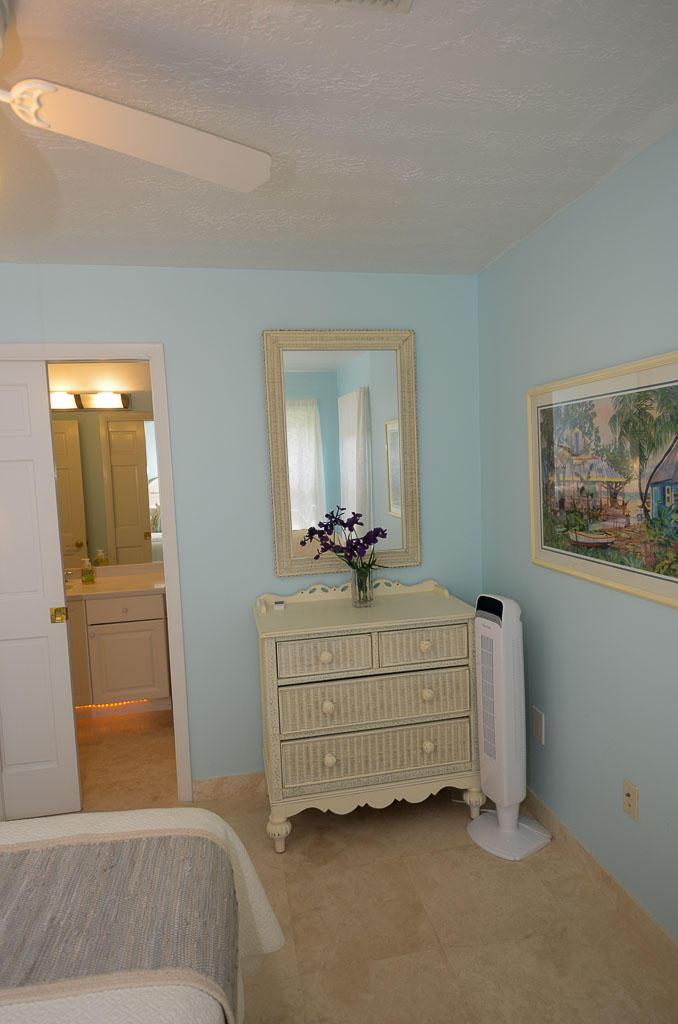 Bedroom 1 to Bathroom