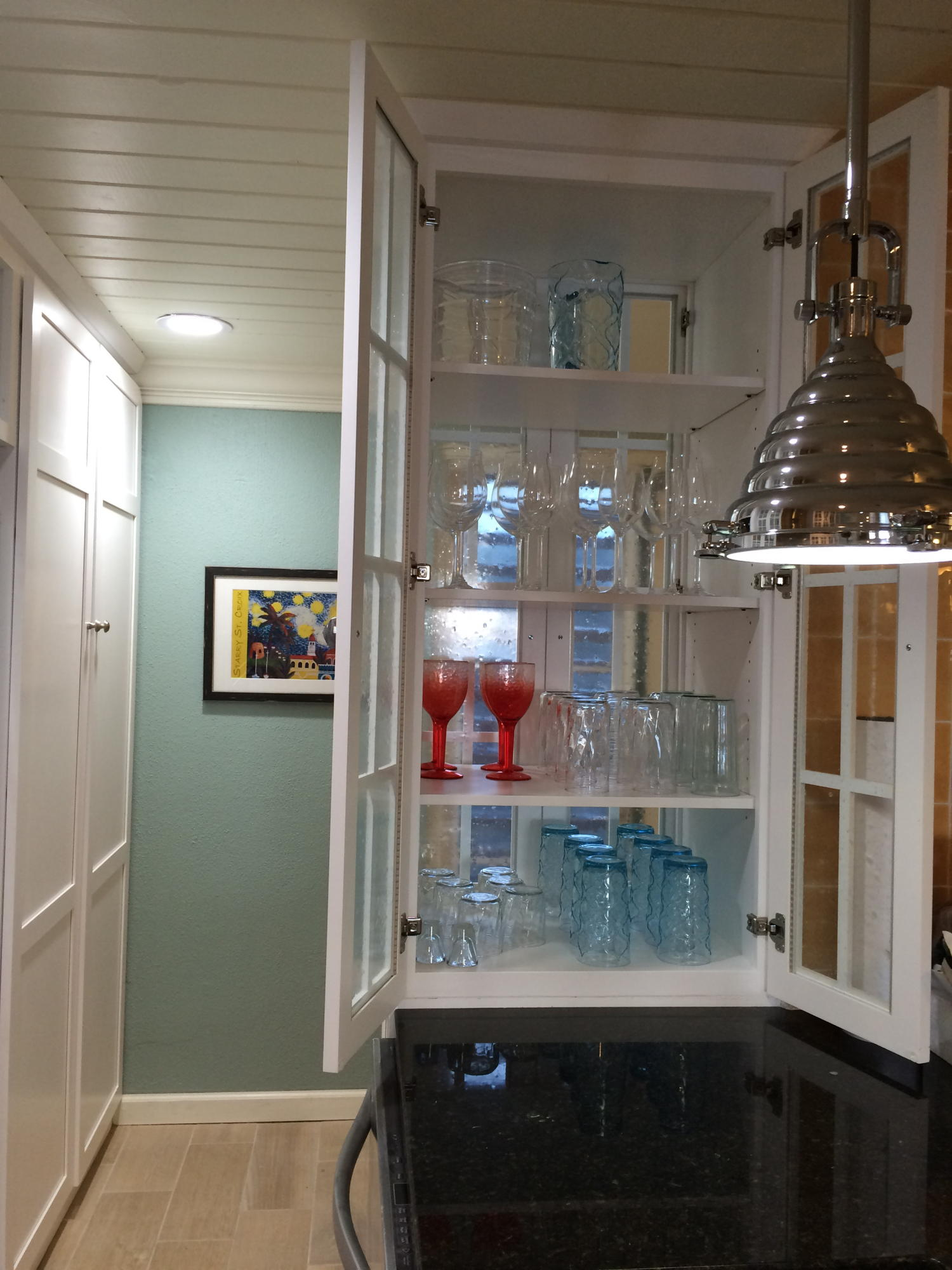 Kitchen - Glass front cabinet for glasse