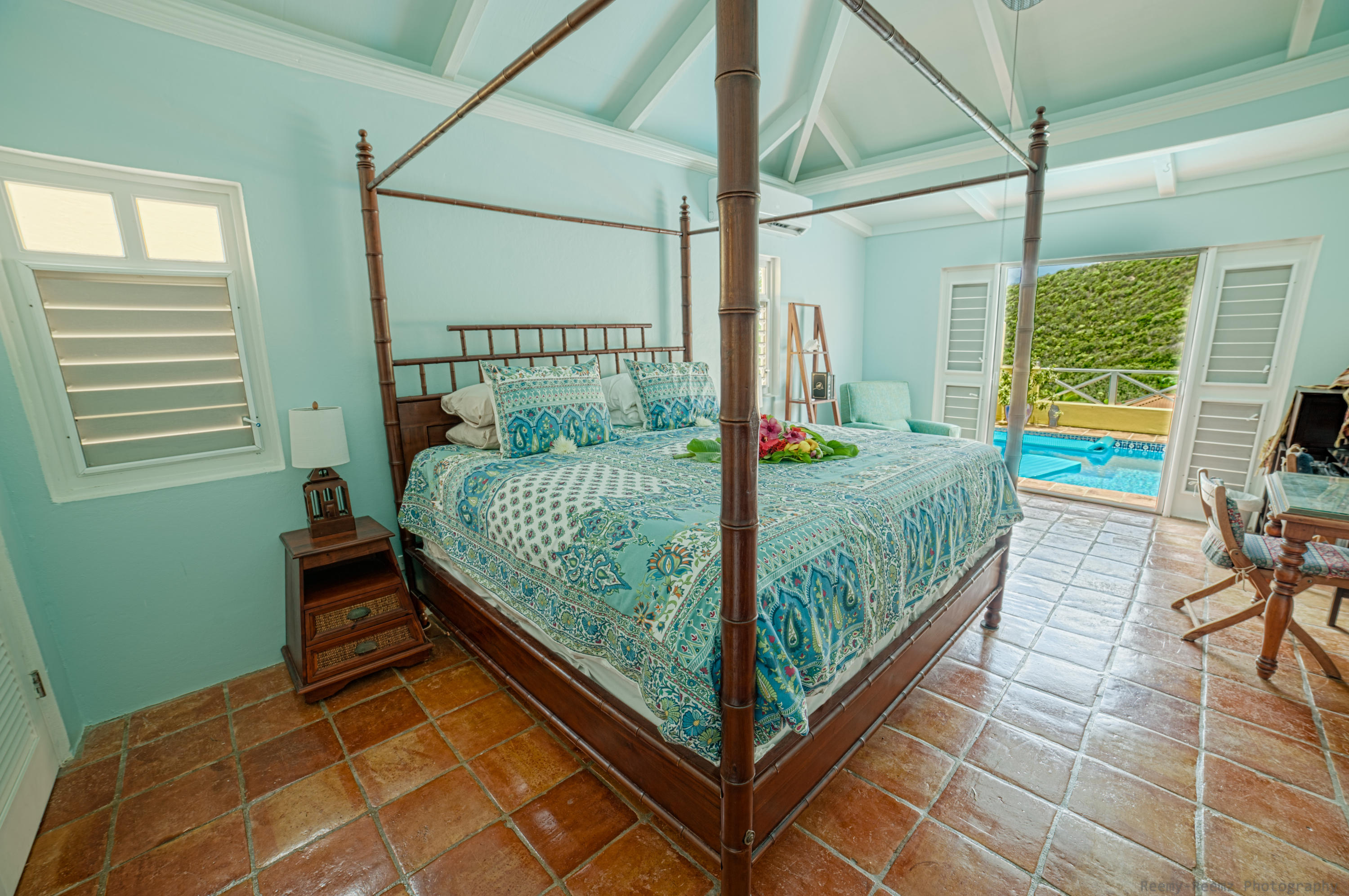 Master Suite w/ French Doors to Pool