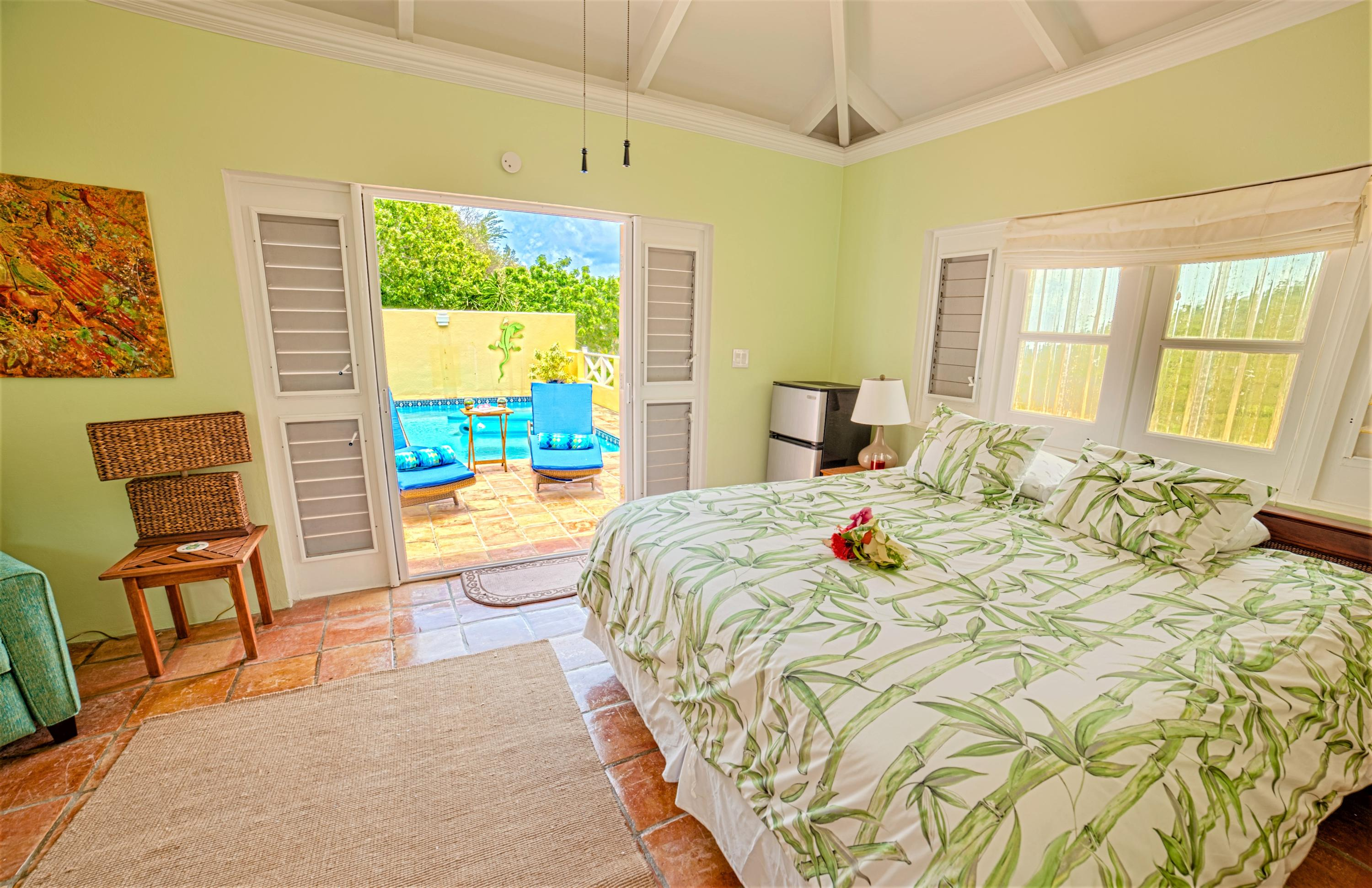 Gracious Guest Suite Opens to Pool