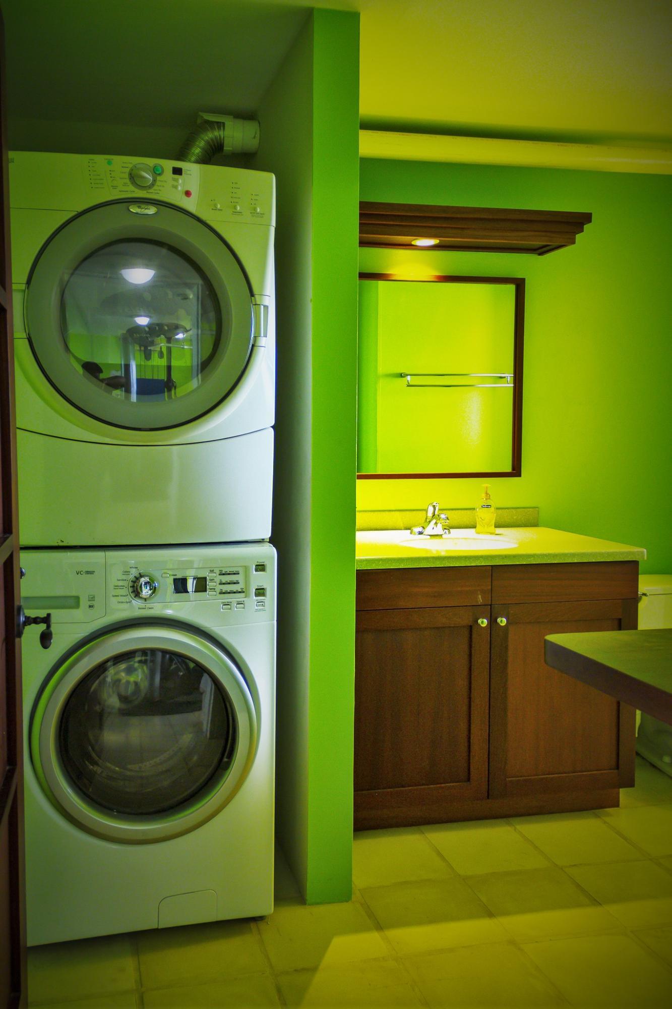 3rd Suite Bath & Laundry