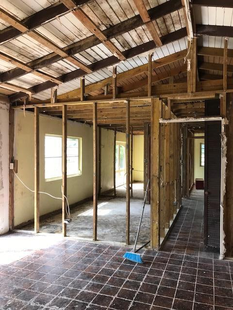 Living room towards bedrooms