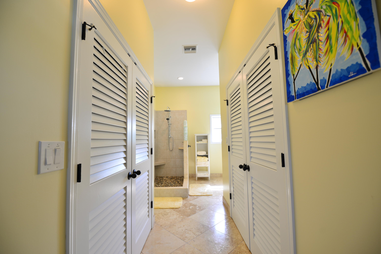 Master - ample closet space