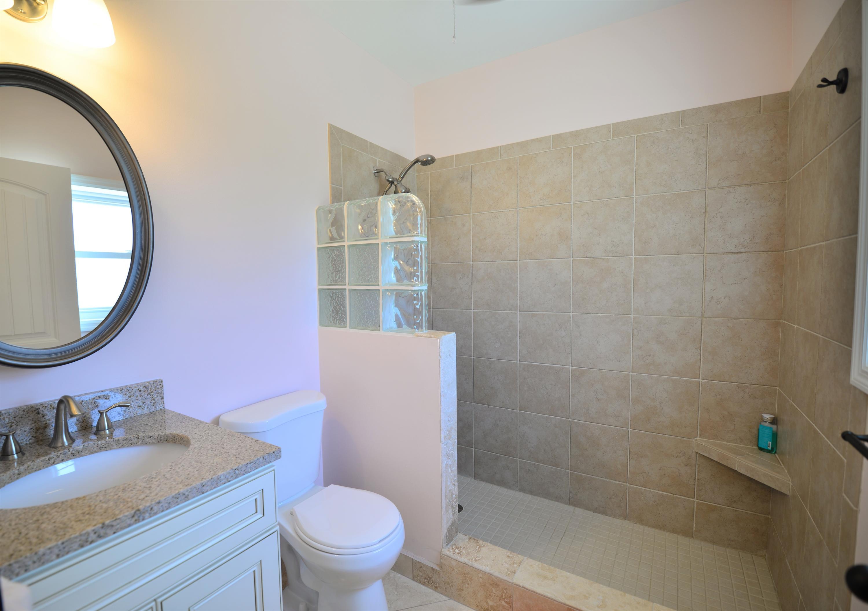 Bath en suite guest bedroom two