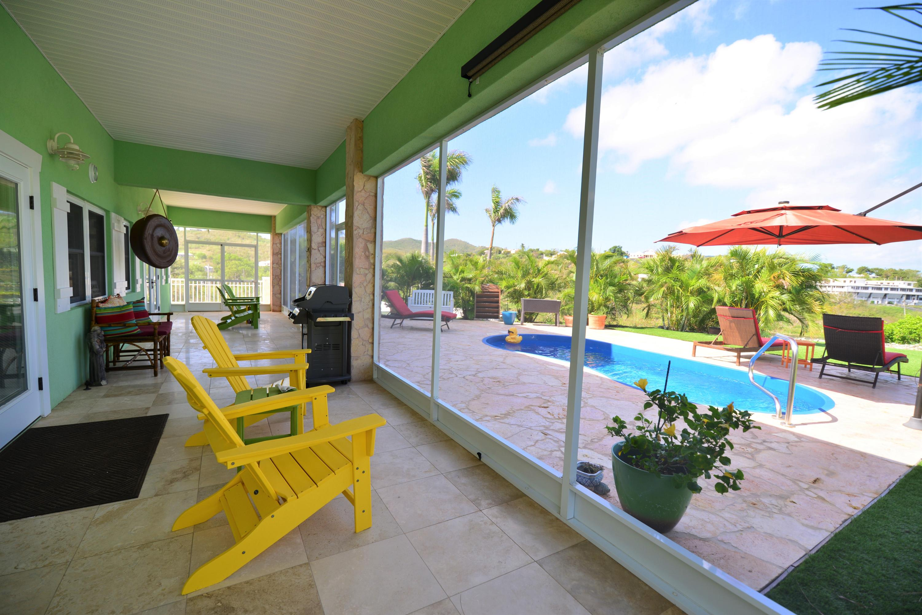 Screen porch 2 with pool view