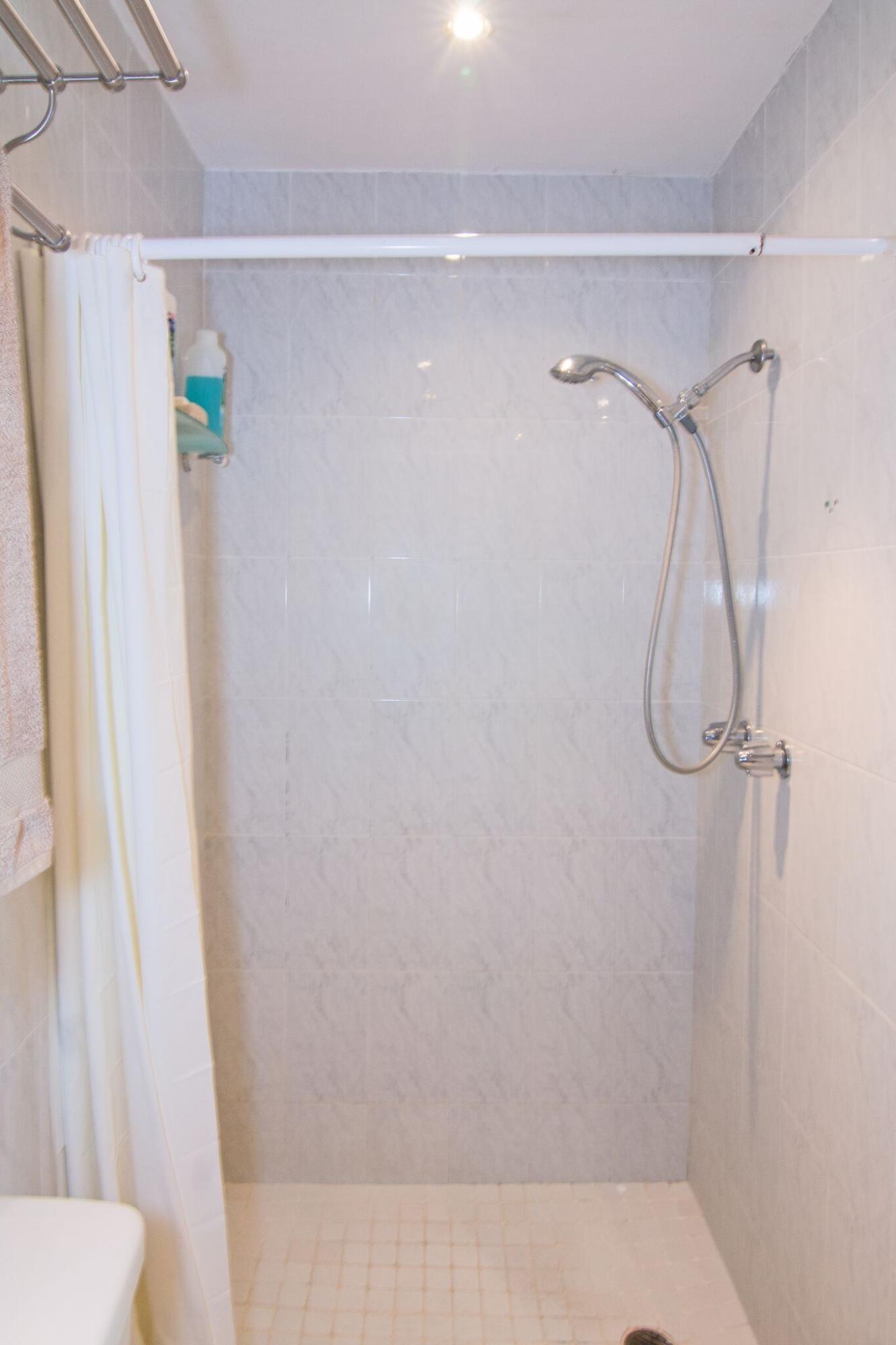 2-br apt bath