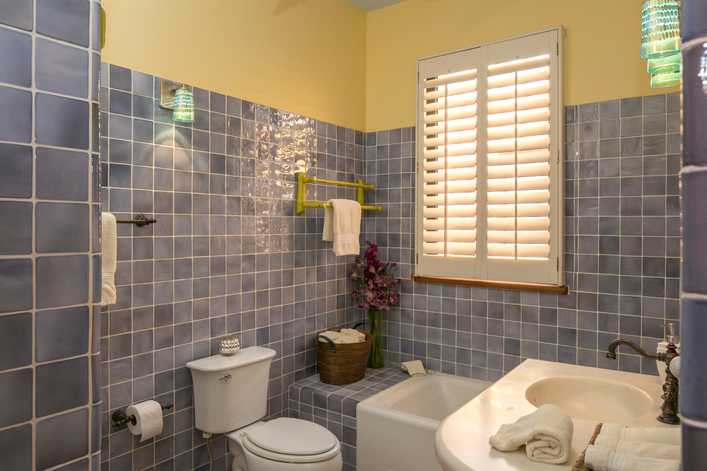 Guest Suite 2 Bathroom
