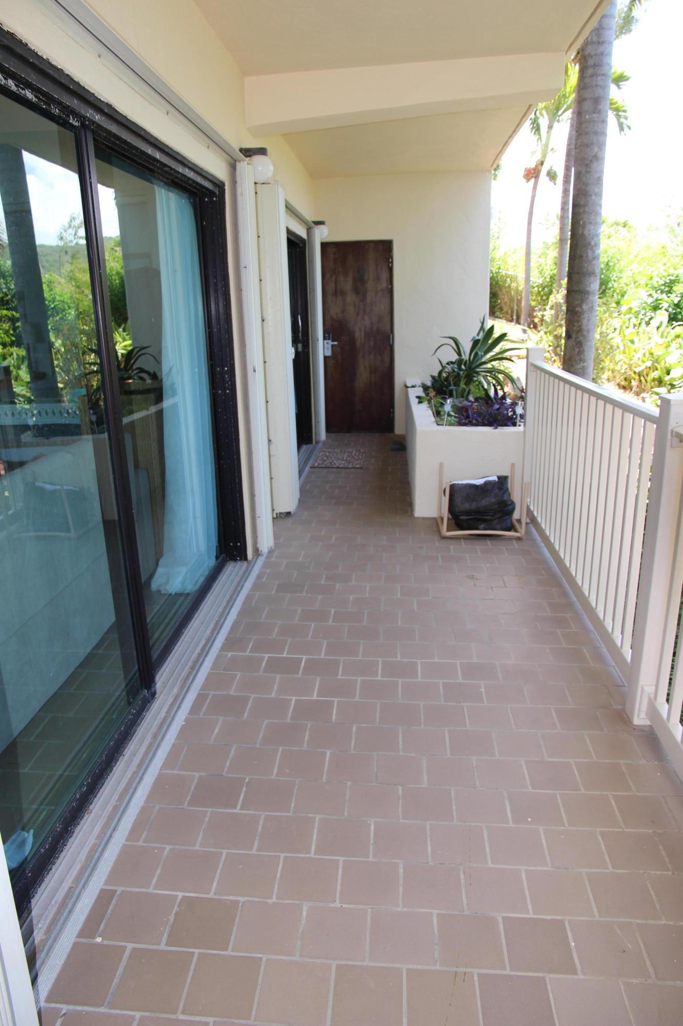 'L' shape porch