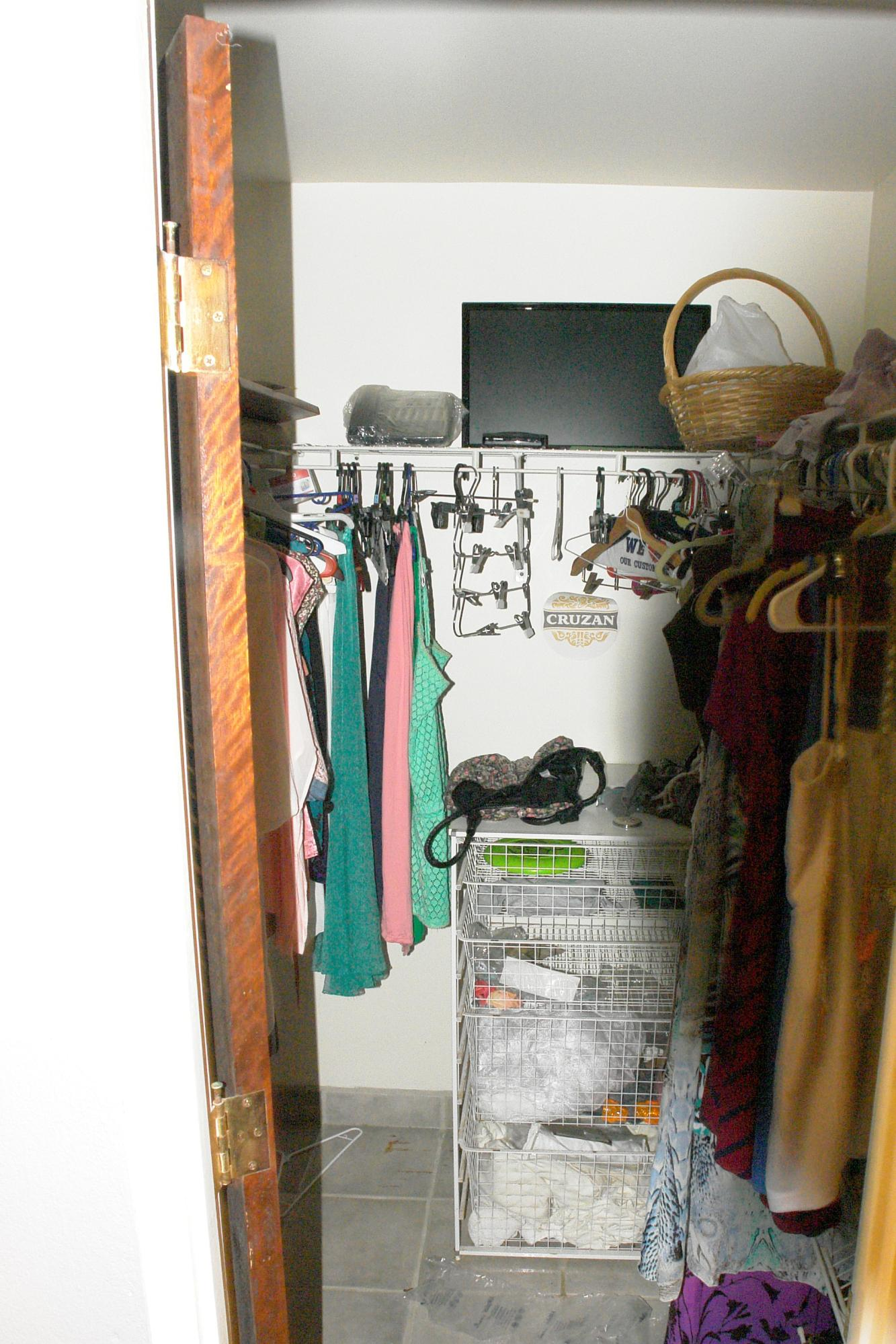 walk in closets through out