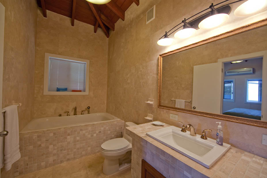 2/2 East Master Bathroom