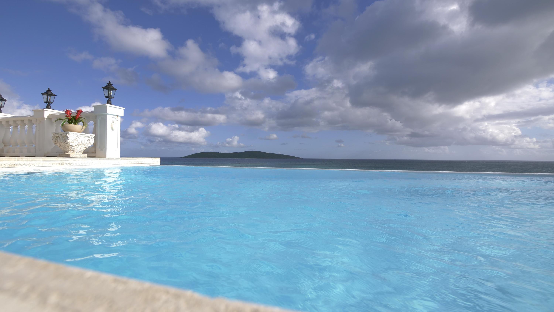 Refreshing infinity pool