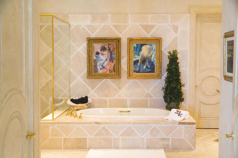 Master bath en suite