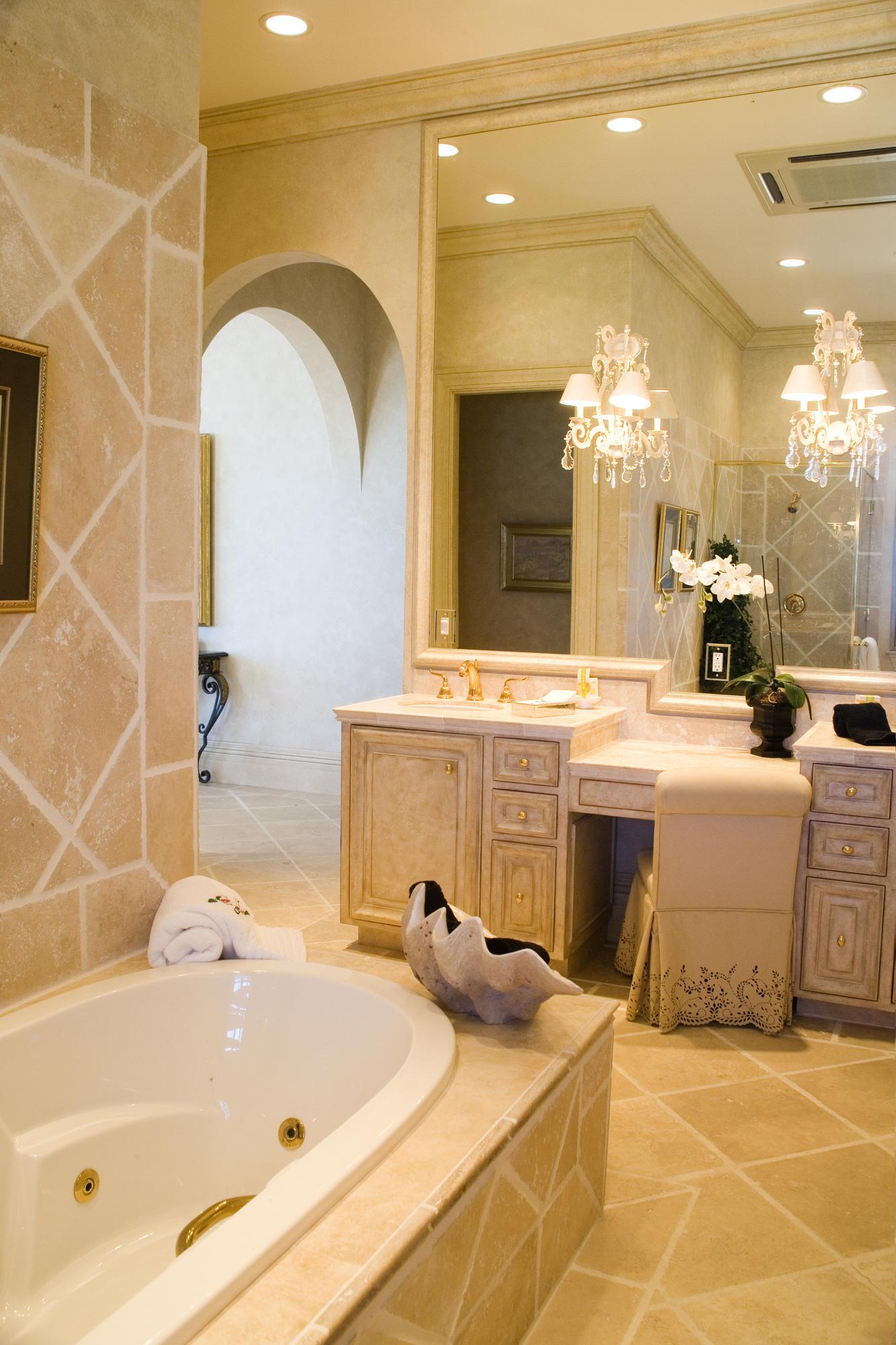Master bath en suite - two