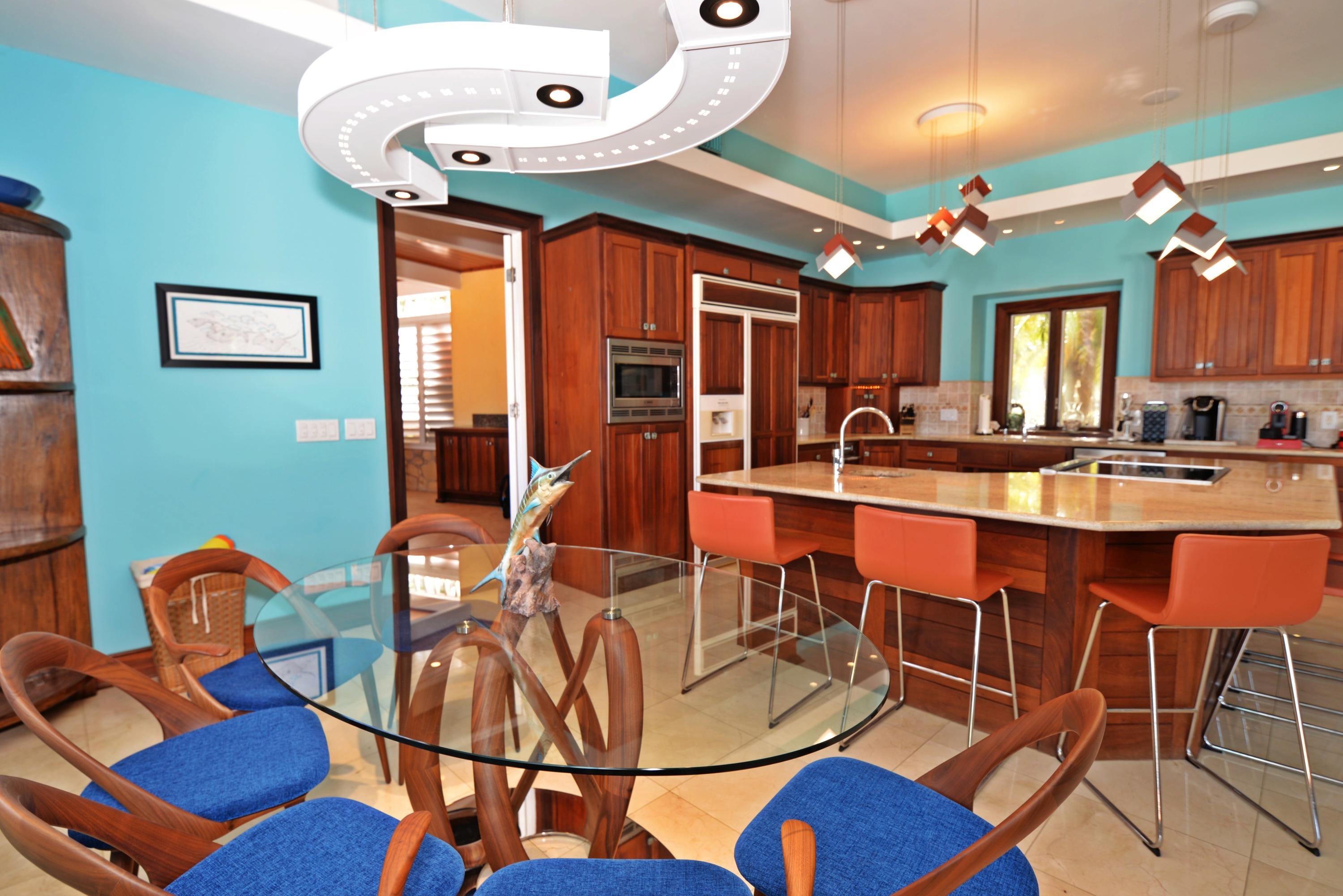 Indoor dining to kitchen and screened in