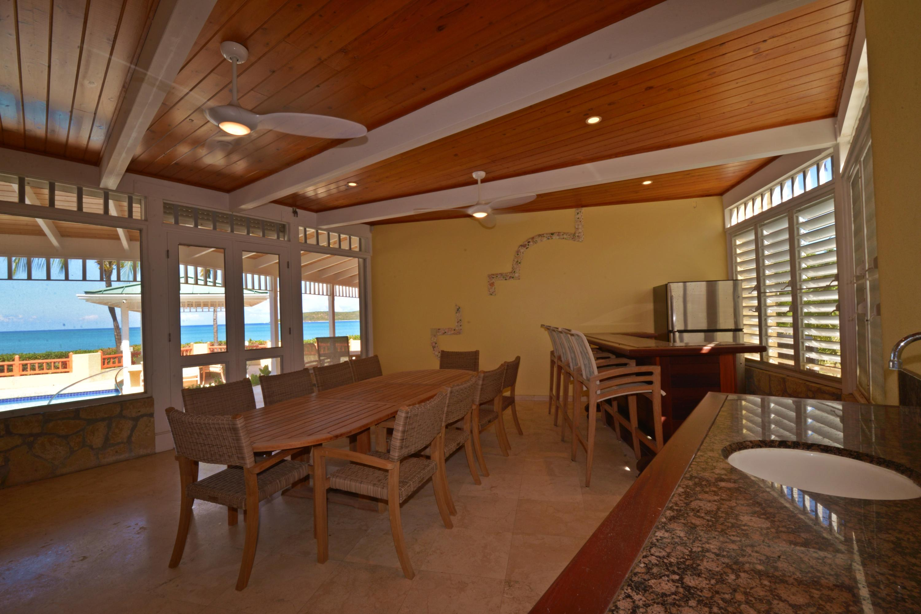 Screened in dining with wet bar