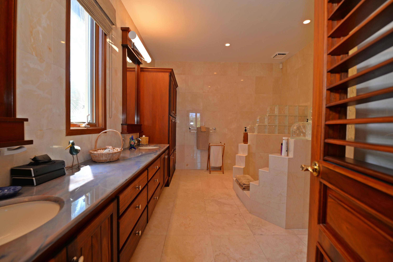 Guest bedroom 1 - bath en suite 2